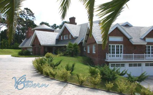 Spectacular luxury villa in Punta del Este - peh012