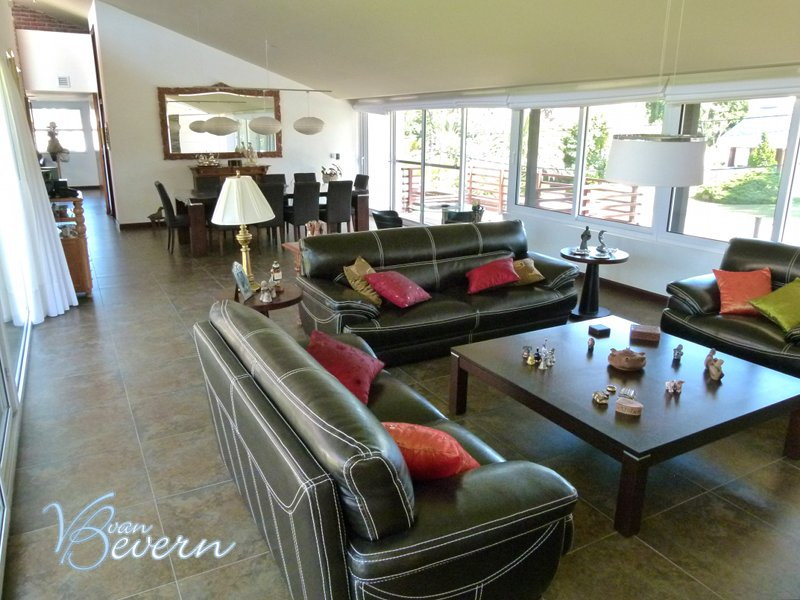 Luxury home with 6,500 sqft of living space - PEH110
