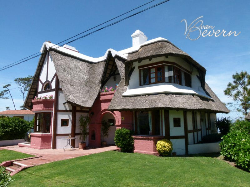 Thatched cottage with sea view - PEH319