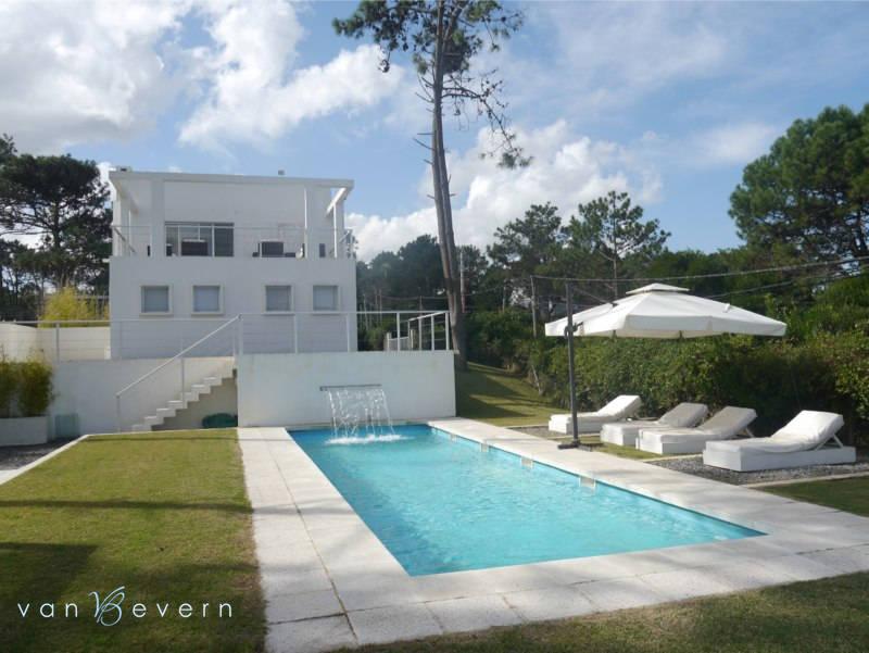 Modernes, helles Wohnhaus in Manantiales – MNH422