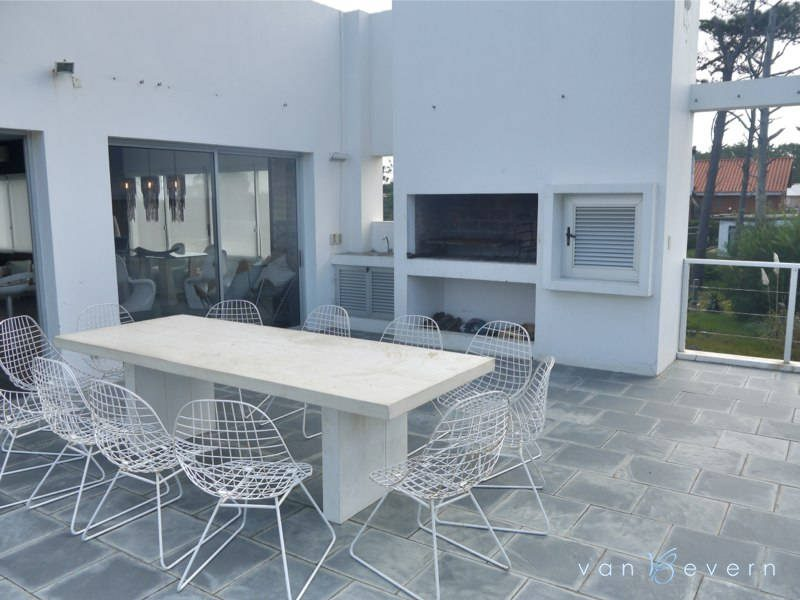 Bright modern house in Manantiales - MNH422