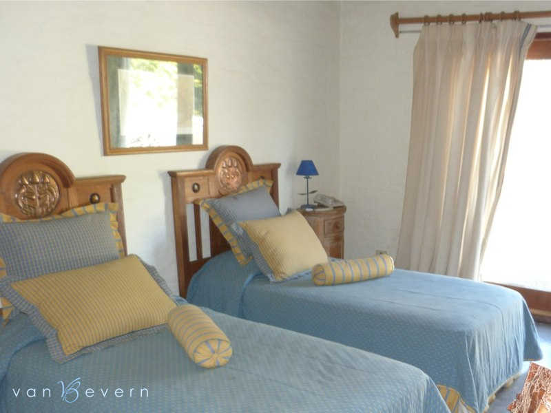 Large property in classic style - PEH433