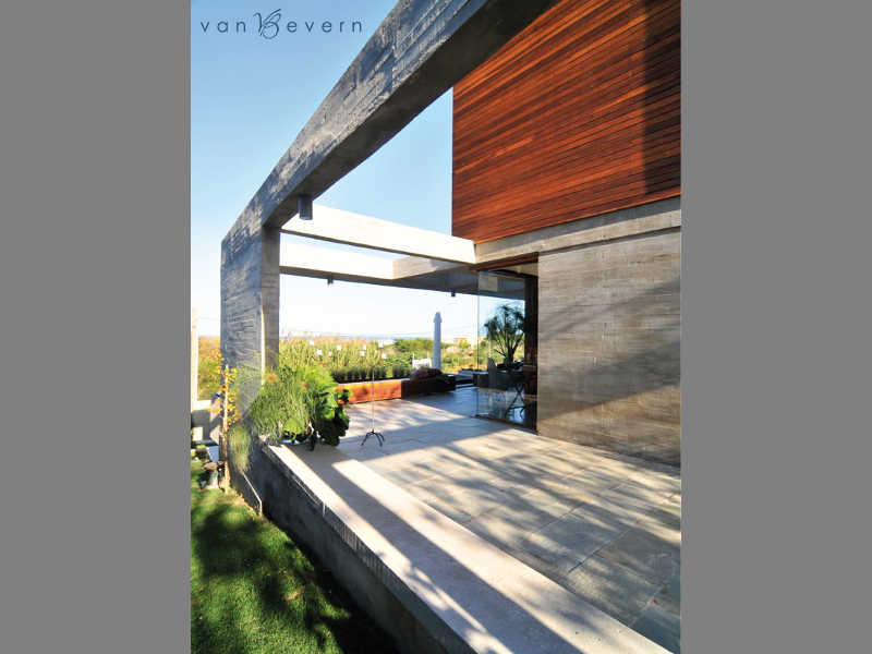 Modern architect-designed house in El Chorro, near La Barra - MNH618