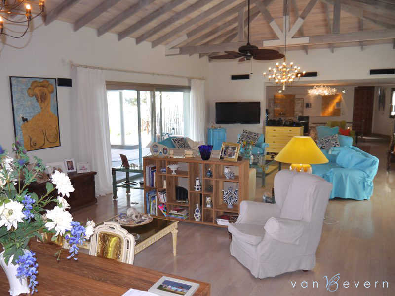 Property on the banks of Solís Grande Creek with 7,500 sqft of living space - SOH716