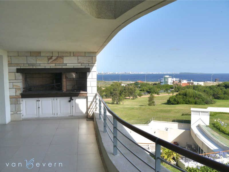 2,150 sqft apartment with sea view - PEA517