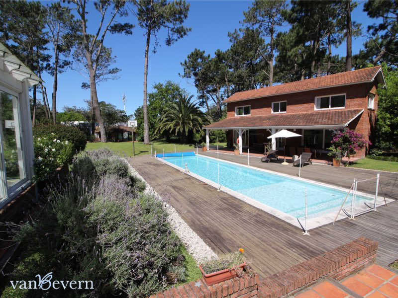 Large property with 3 houses and pool in Punta del Este - PEH733