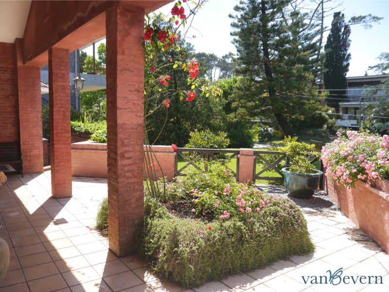 Large house in prime location in Punta del Este - PEH830