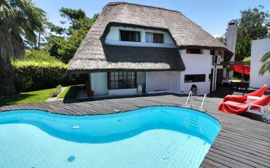 Large thatched cottage, near the beach - PEH905
