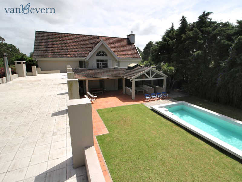 Large single-family detached house with pool in Parque del Golf - PEH904