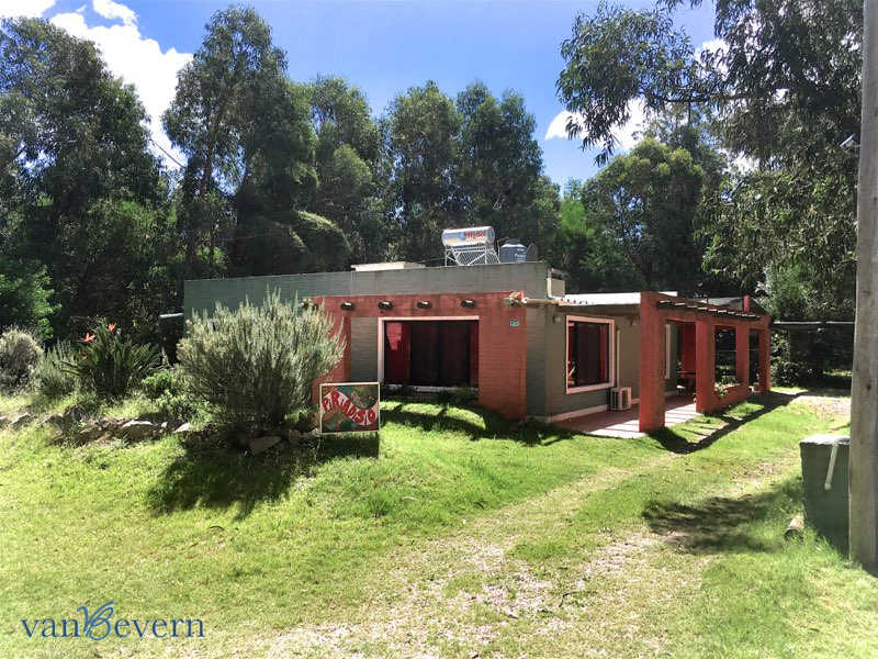Detached house in a green area in Piriápolis - PIH909