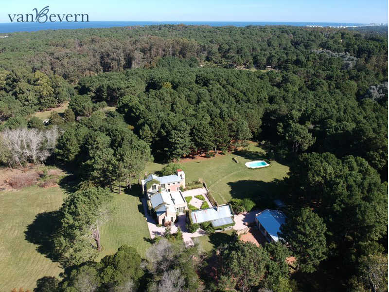 Exclusive 11.1-acres country estate, near the beach - LBC914