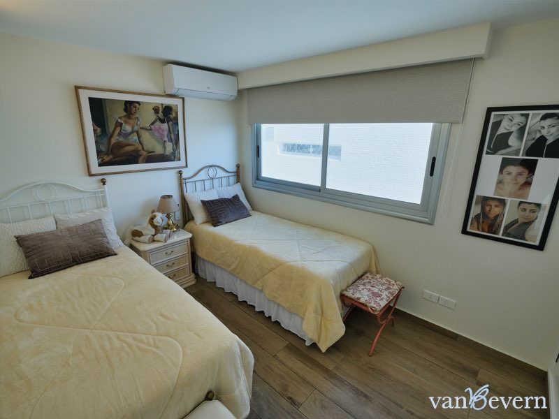 Exclusivo apartamento en Punta del Este con vista al puerto - PEA925