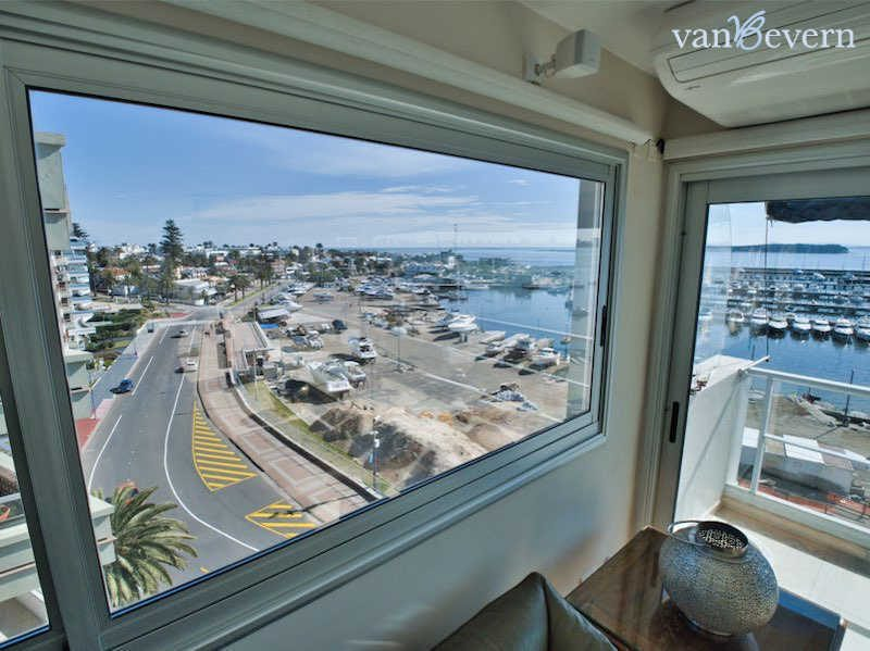 Exclusive apartment in Punta del Este overlooking the waterfront - PEA925