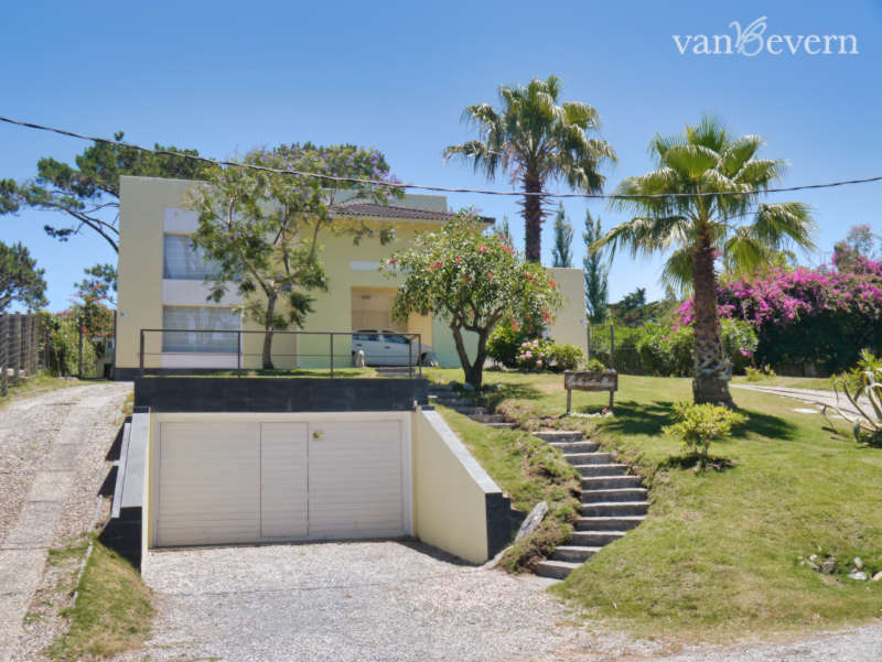Großes Einfamilienhaus in zentraler, strandnaher Lage in San Rafael – PEH008