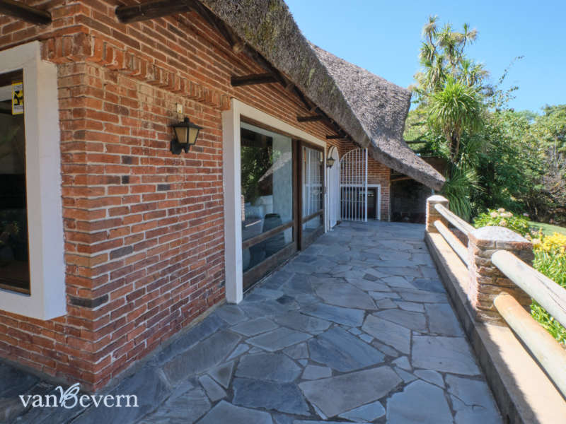 Large traditional thatched-roof house, only 650 feet from the beach - PBH011